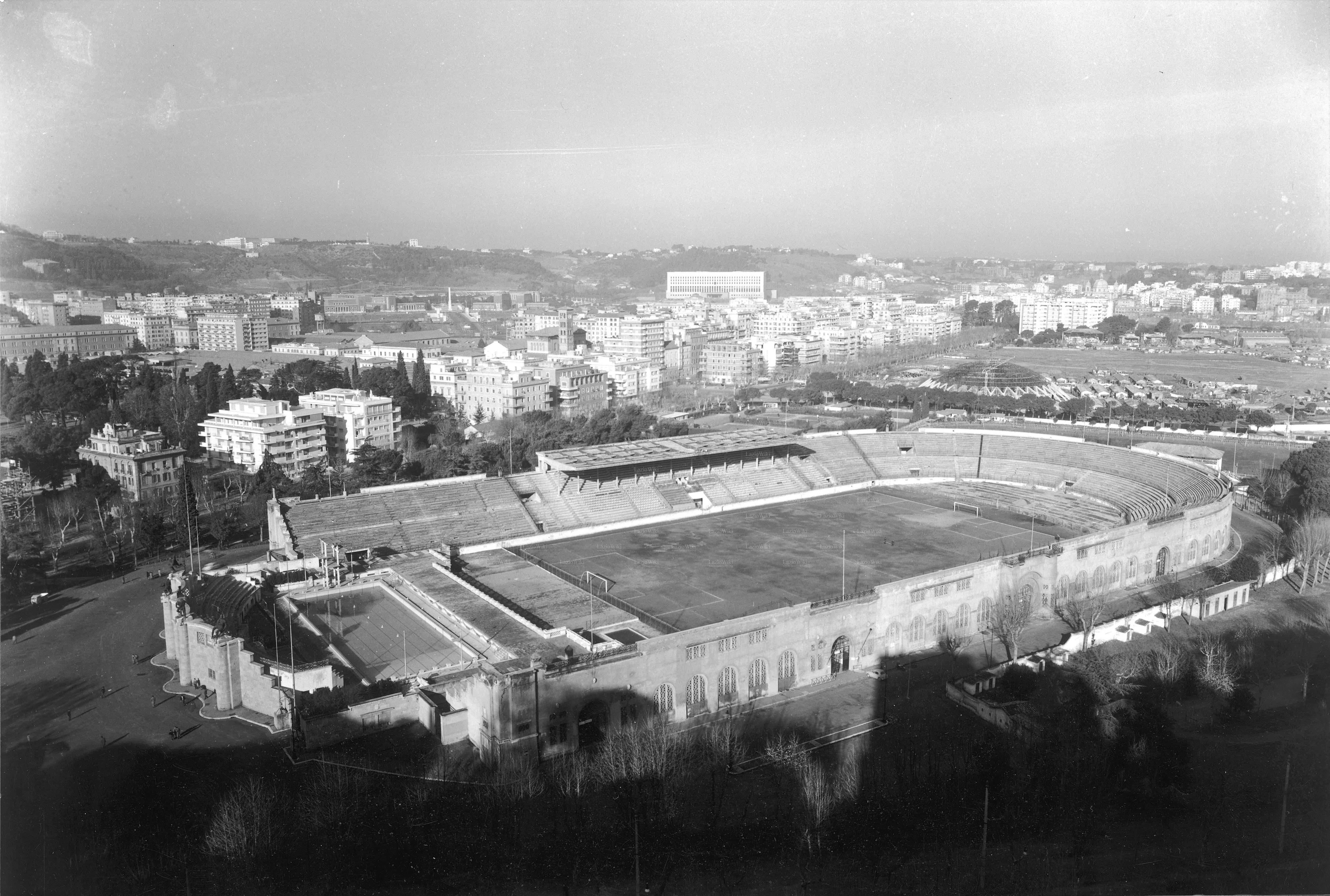 Lo stadio poco prima di essere abbattuto