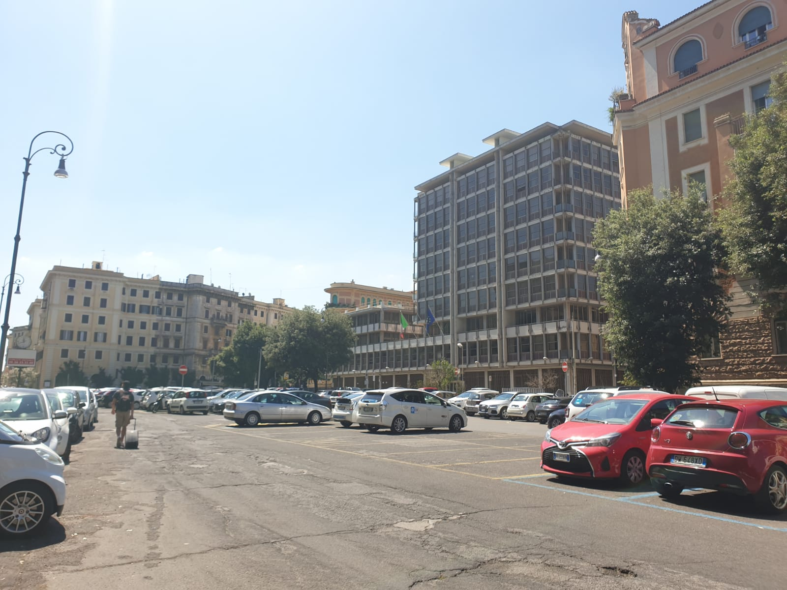 Il parcheggio a cielo aperto di piazza Verdi