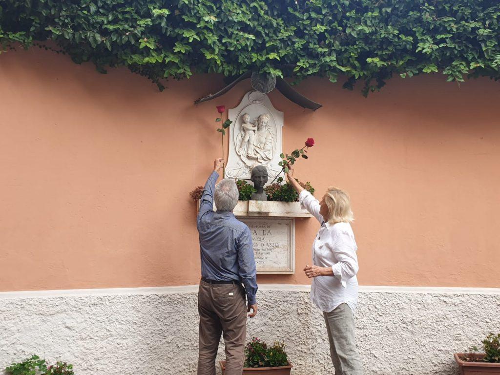 L'Osservatorio Sherwood omaggia Mafalda con le rose