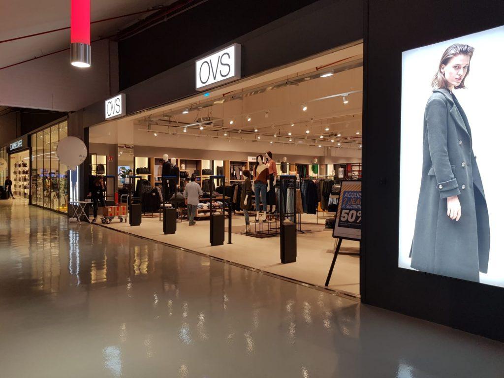 Alcuni dei negozi presenti nel Salario Center