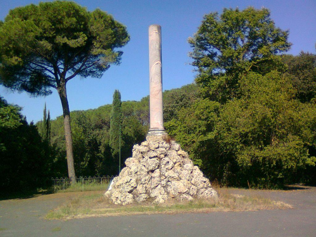 La colonna dedicata al sacrificio dei fratelli Cairoli