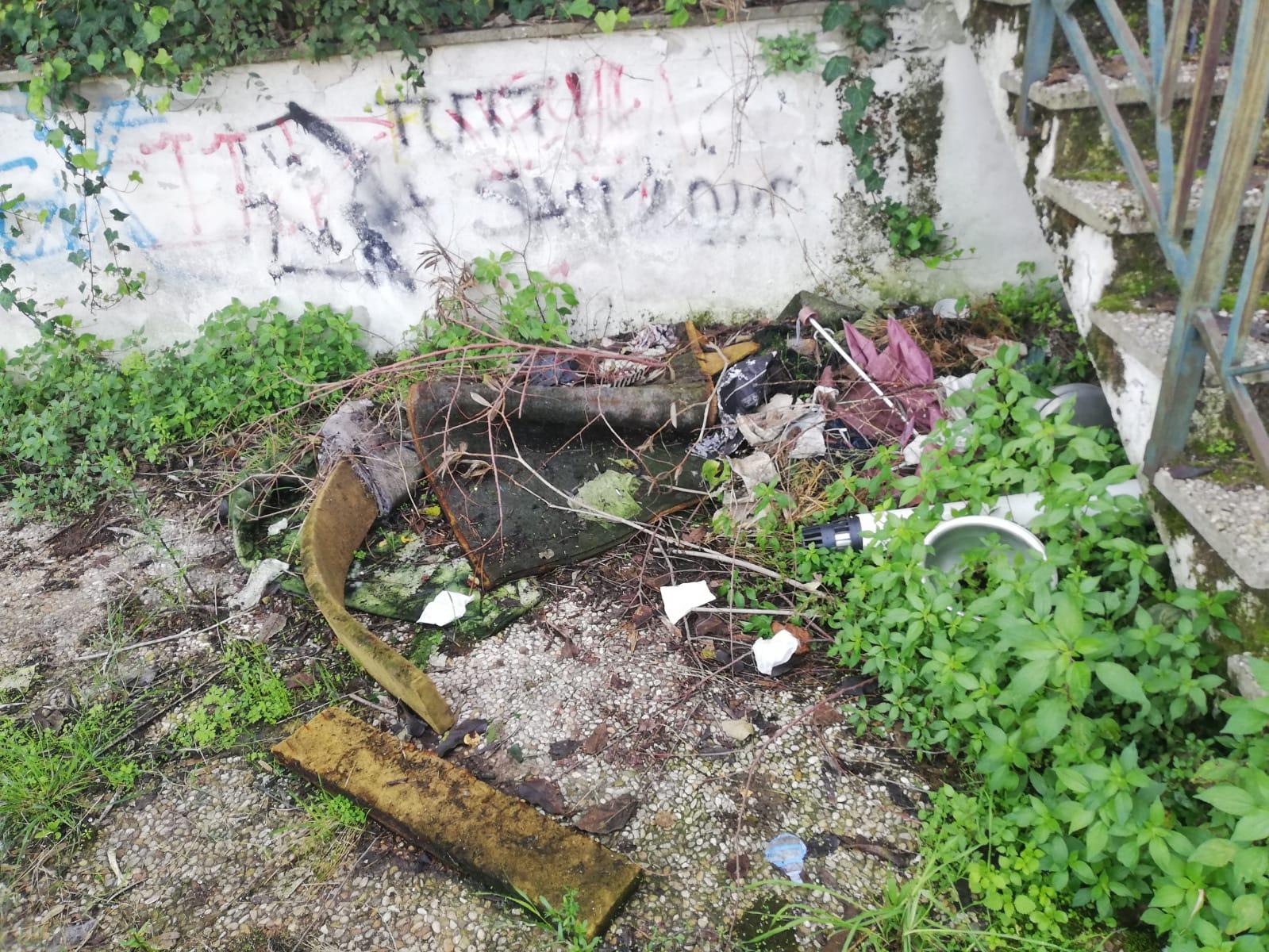 rifiuti via archimede