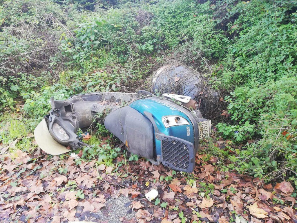 La carcassa di un motorino