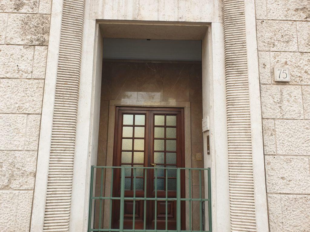 L'ingresso dell'Opus Dei in viale Buozzi