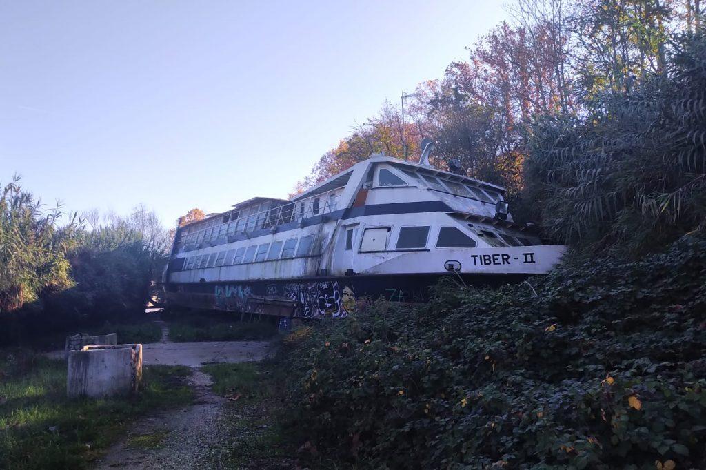 Il relitto della motonave Tiber II