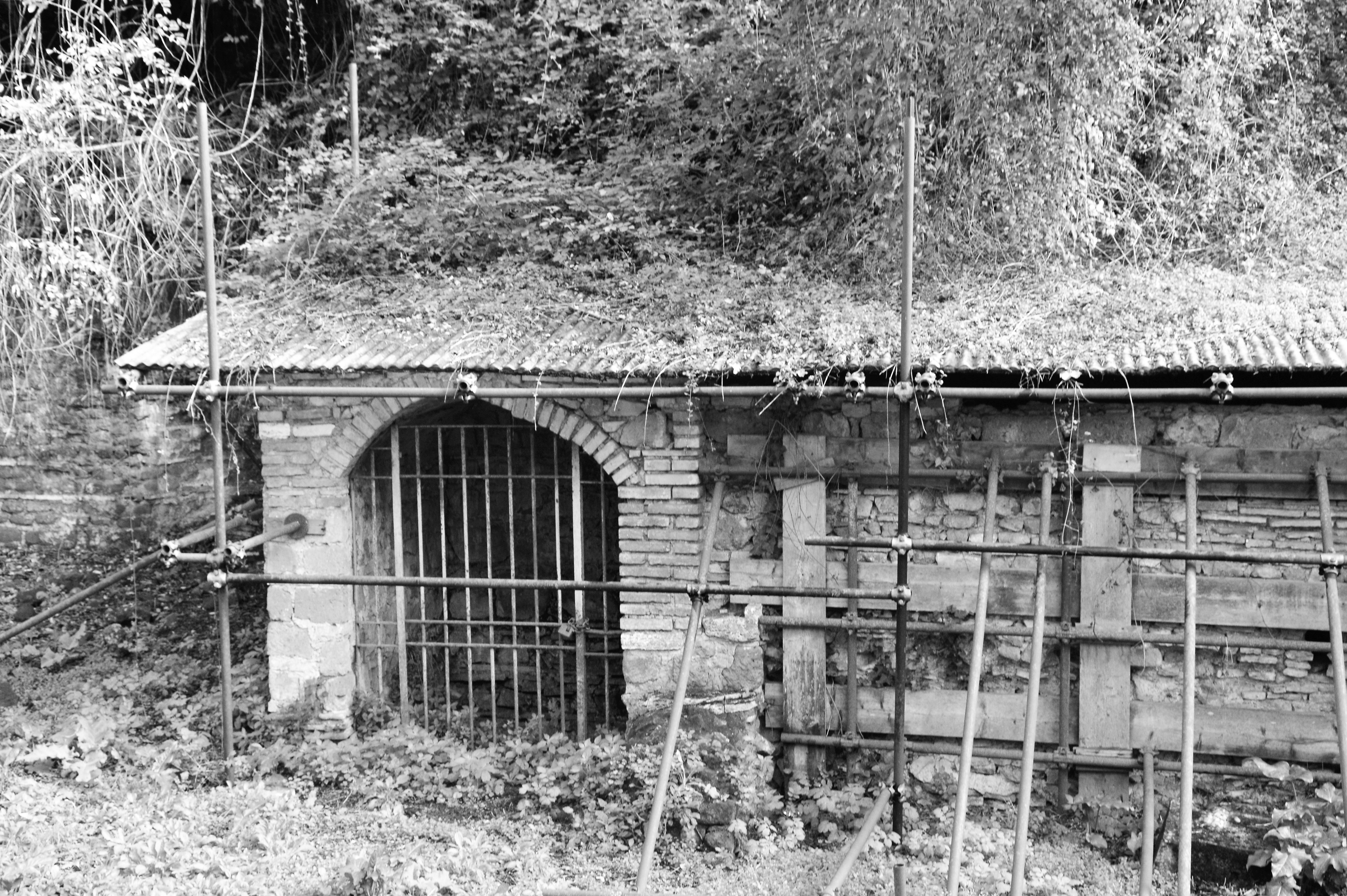 n viale Maresciallo Pilsudski 2 c'è l'accesso alle catacombe di San Valentino, scavate al di sotto del monte