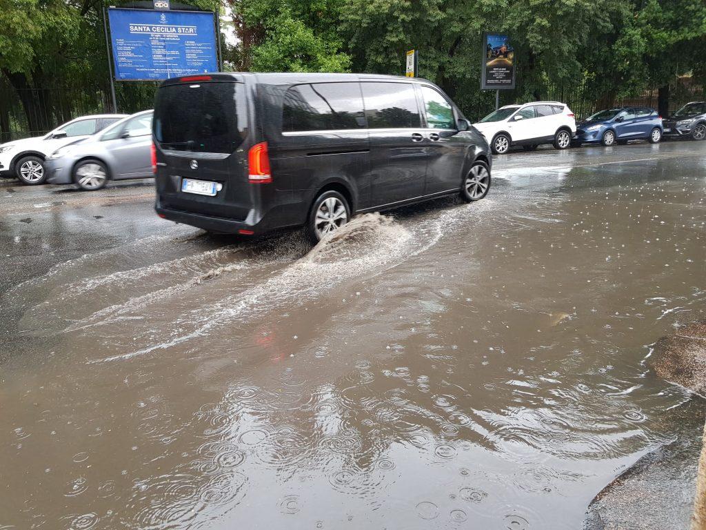 Via Pinciana, davanti a Villa Borghese