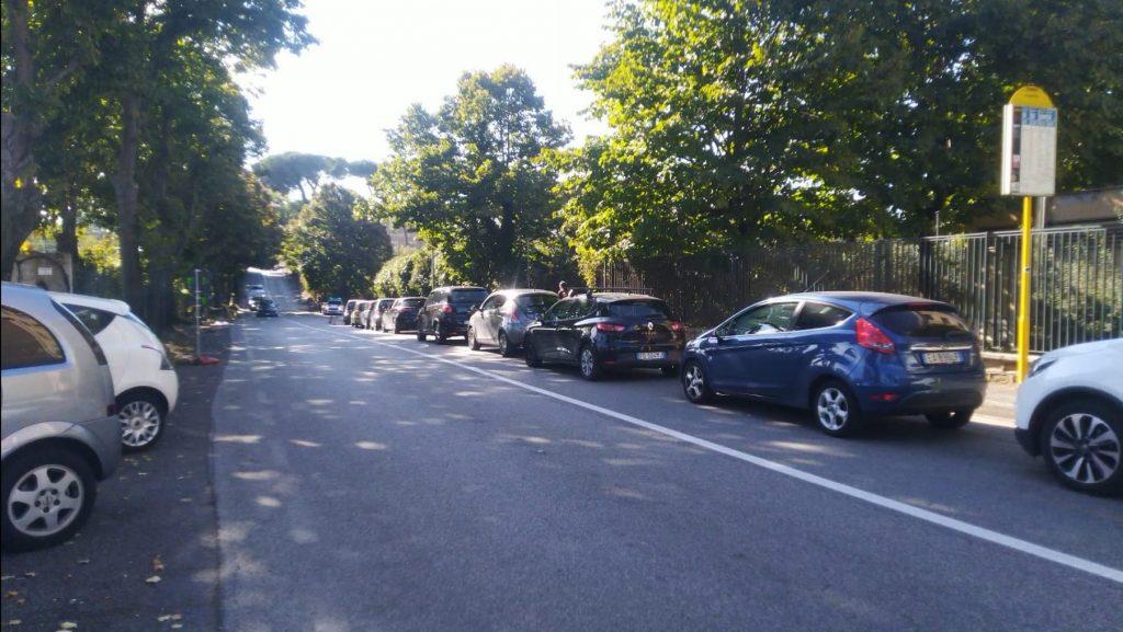 La chilometrica fila al drive-in di Santa Maria della Pietà