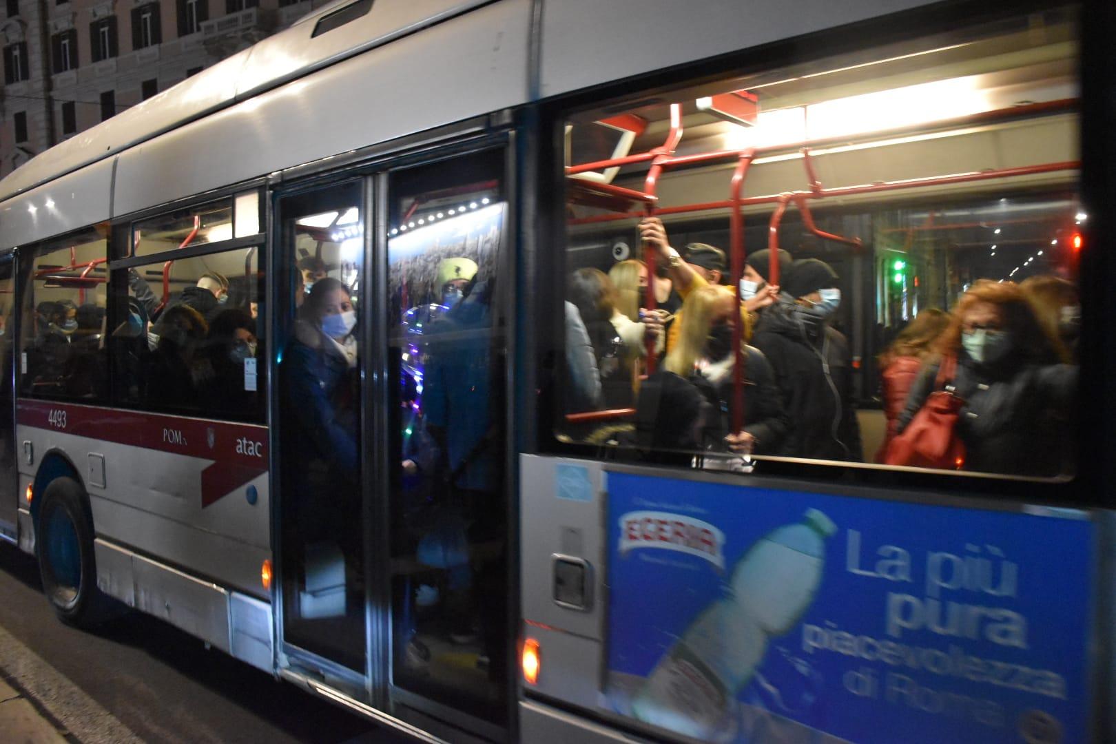 Un autobus in transito a piazzale Flaminio