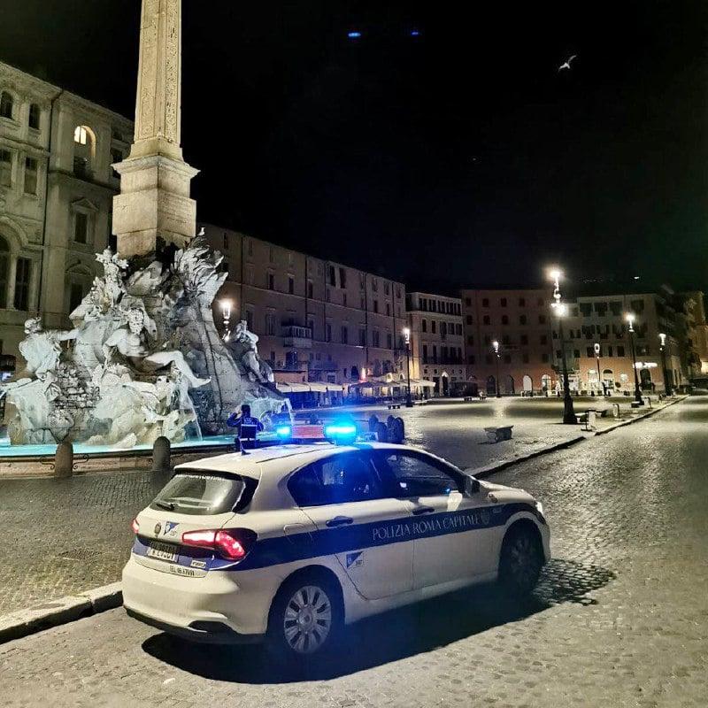I controlli della polizia locale (foto dal profilo Facebook di Virginia Raggi)