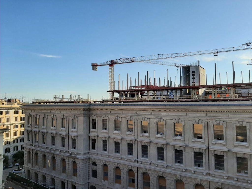 I lavori in corso sul palazzo dell'Istituto poligrafico di piazza Verdi