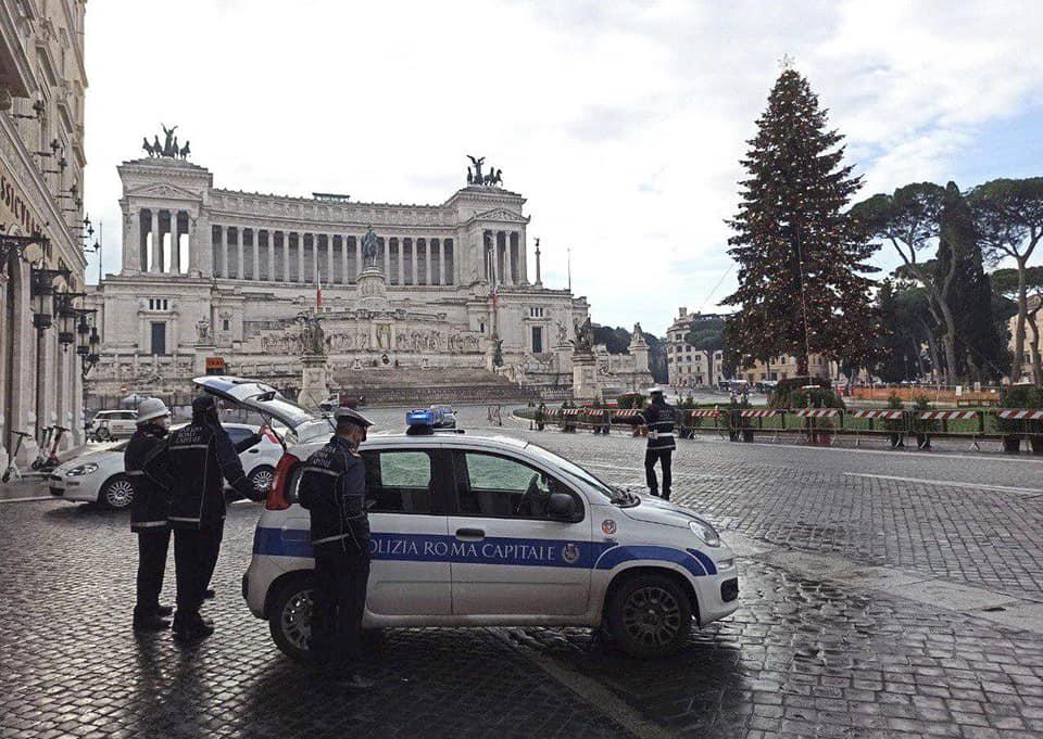 La polizia locale impegnata nei controlli