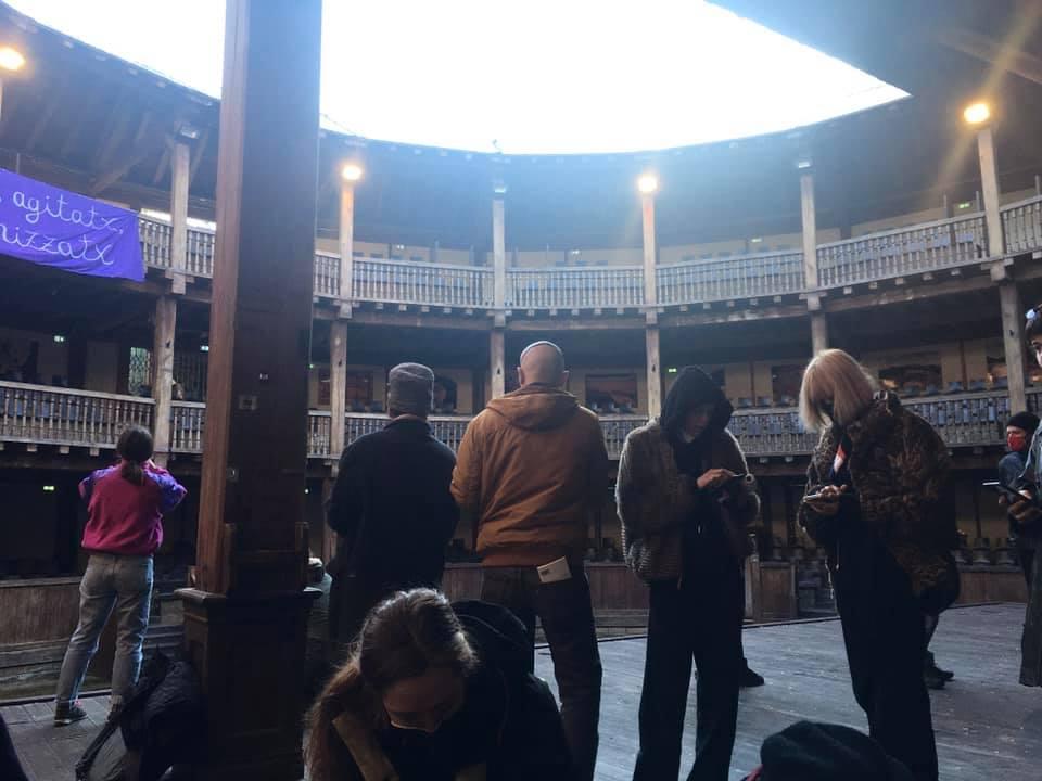 Il Globe Theatre occupato