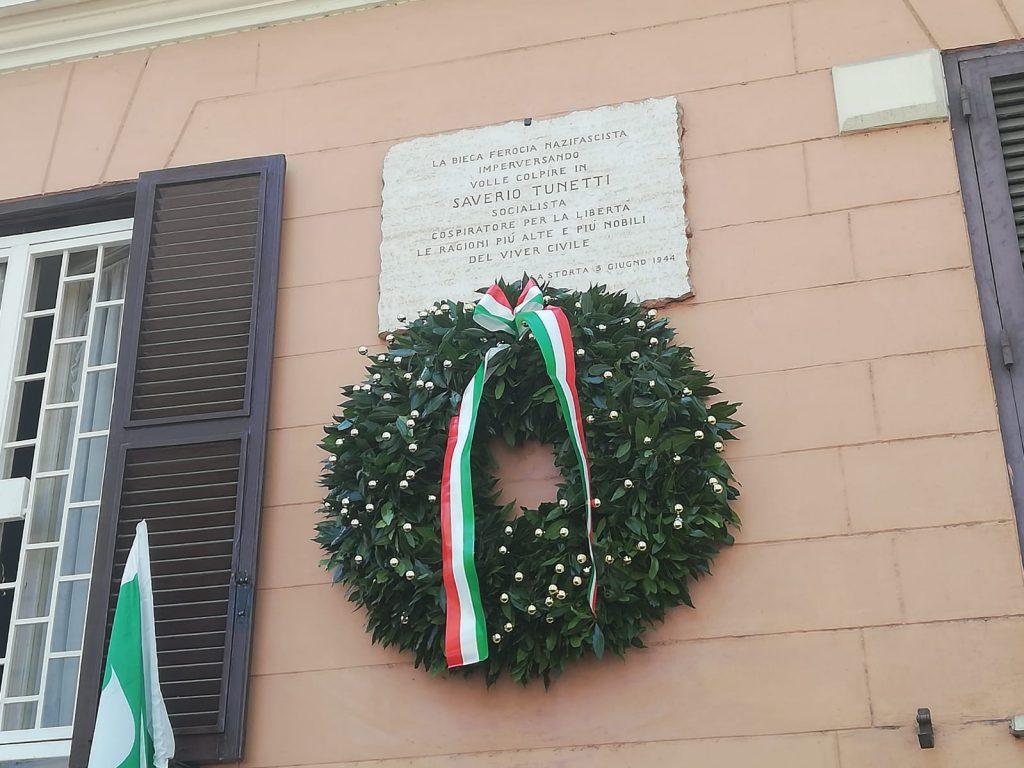 La targa in memoria di Saverio Tunetti