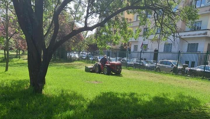 Interventi al parco Rabin. Foto dalla pagina Facebook dell'assessorato Ambiente e decoro