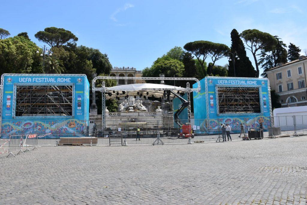 Maxischermi in piazza del Popolo