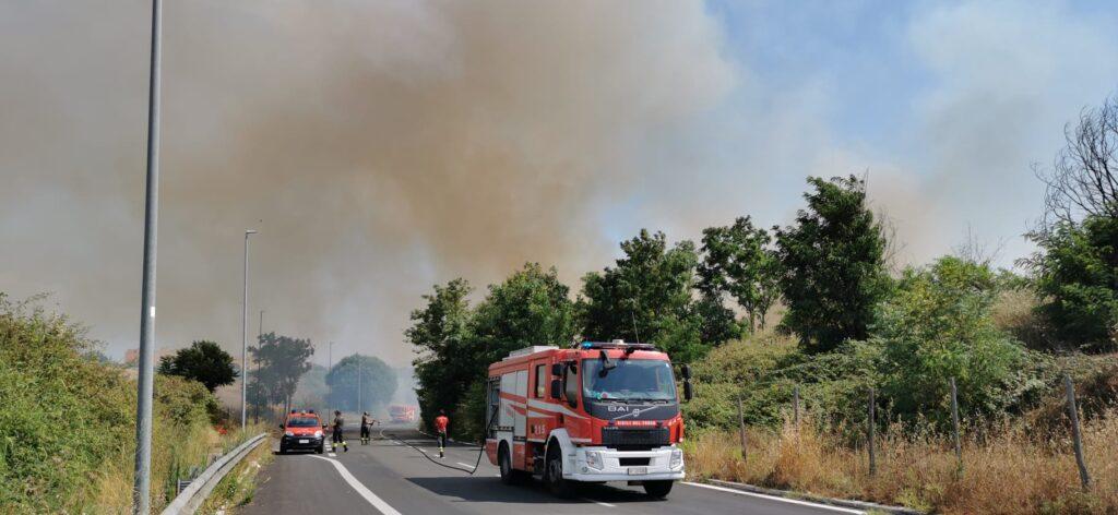 L'incendio divampato tra Fidene e Serpentara