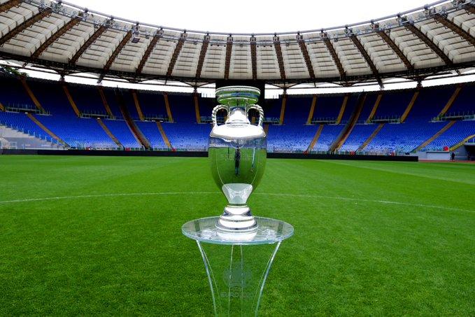 La coppa di Euro 2020 allo stadio Olimpico