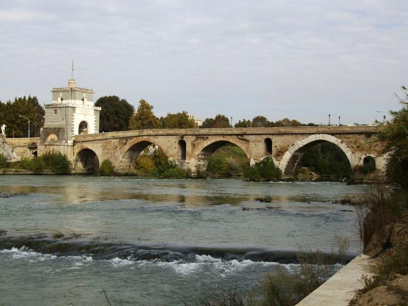 Ponte Milvio visto dal Tevere