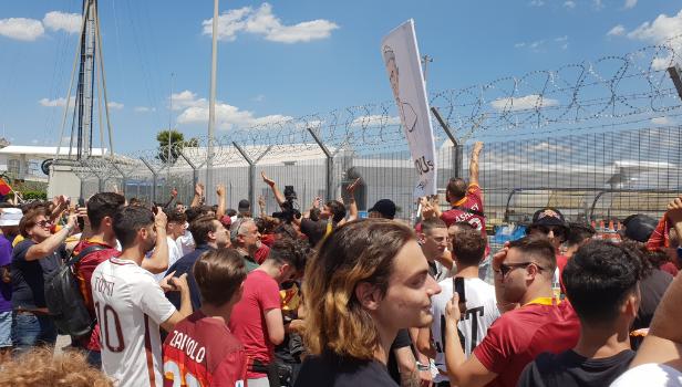 Tifosi della Roma in attesa di Josè Mourinho