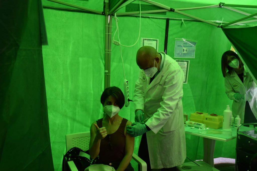 Vaccino in una farmacia romana