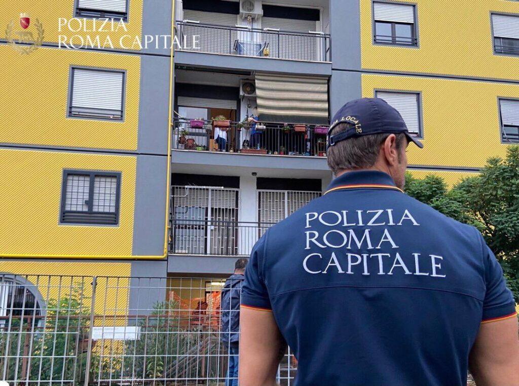 Le operazioni di sgombero in via Santa Rita da Cascia
