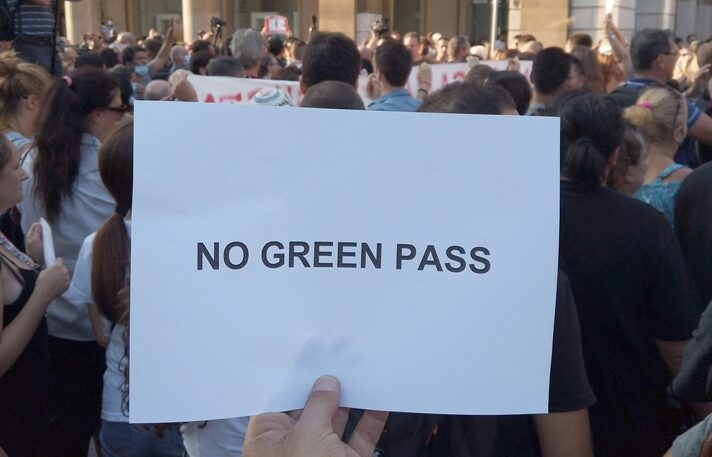 Manifestanti no Green pass