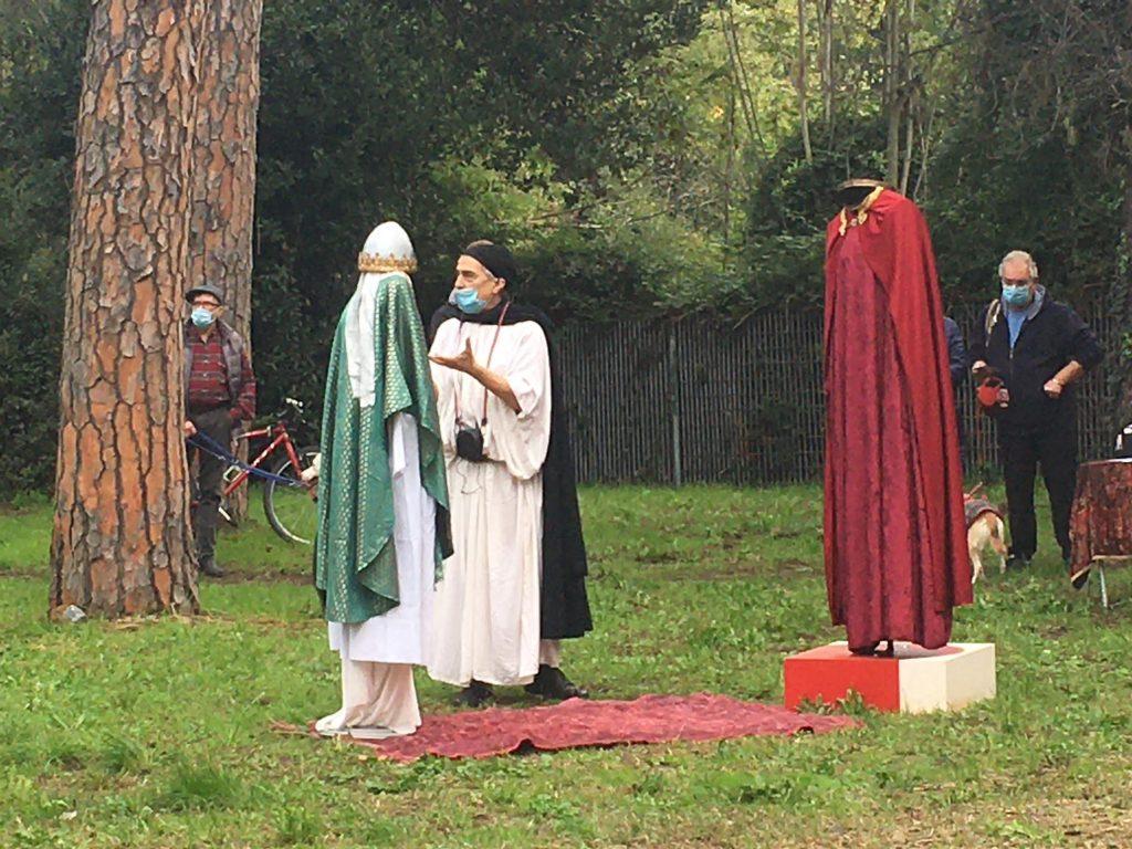 Gherardo Dino Ruggiero con i manichini dei due personaggi storici