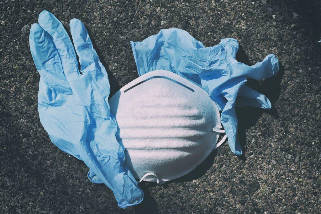 Mascherine e guanti contro il Coronavirus