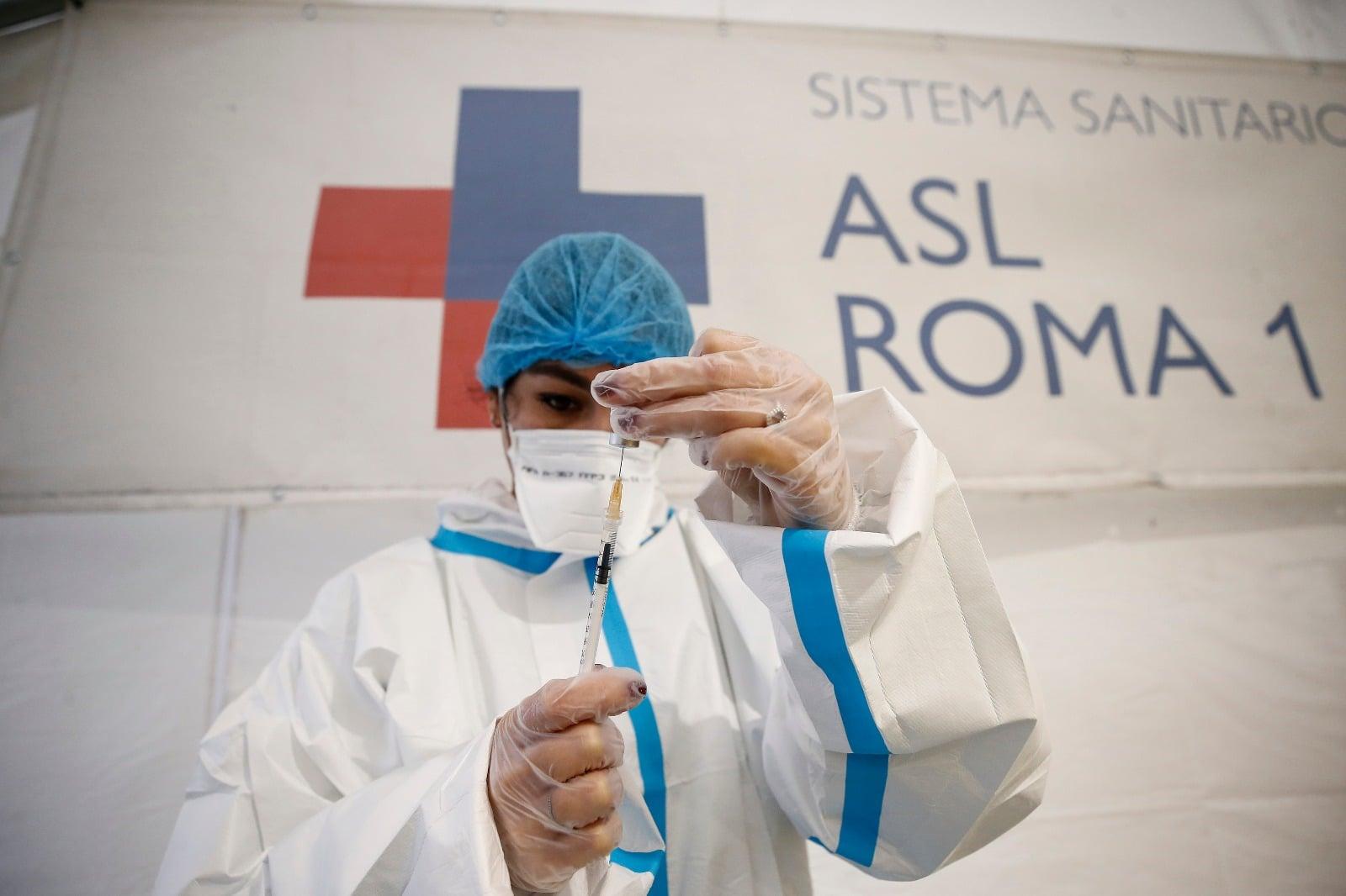 Vaccini anticovid (foto dalla pagina Facebook della Asl Roma 1)