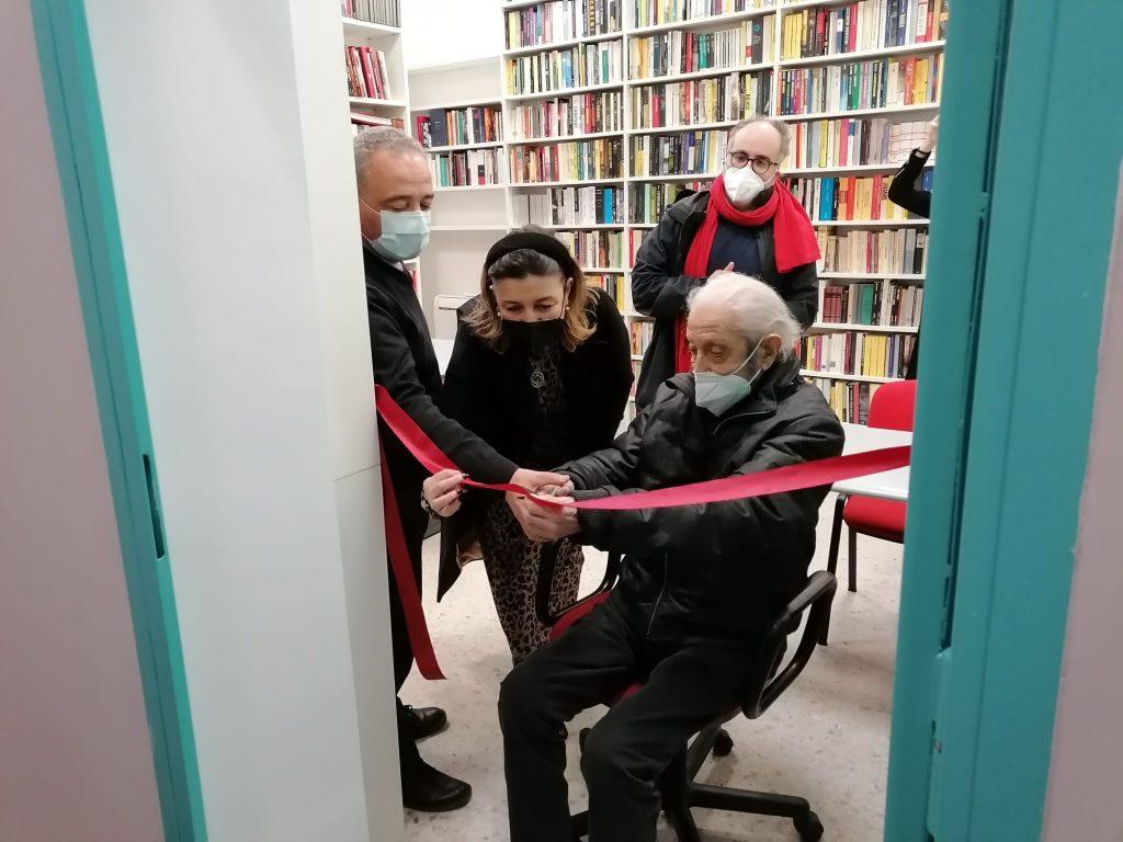 Il presidente Caudo, Moisé Troiano e Mariarosaria Senofonte inaugurano la biblioteca a piazza Sempione