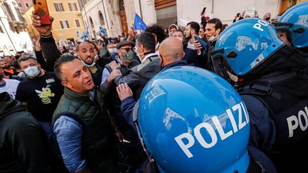 Manifestanti a Montecitorio