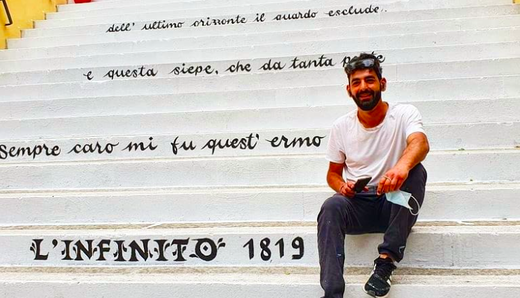 """Giovanni Cesi ha appena finito di dipingere """"L'Infinito"""" di Leopard"""