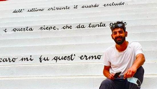 """Giovanni Cesi ha appena finito di dipingere """"L'Infinito"""" di Leopardi"""
