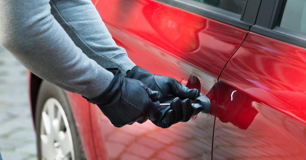 Un ladro d'auto