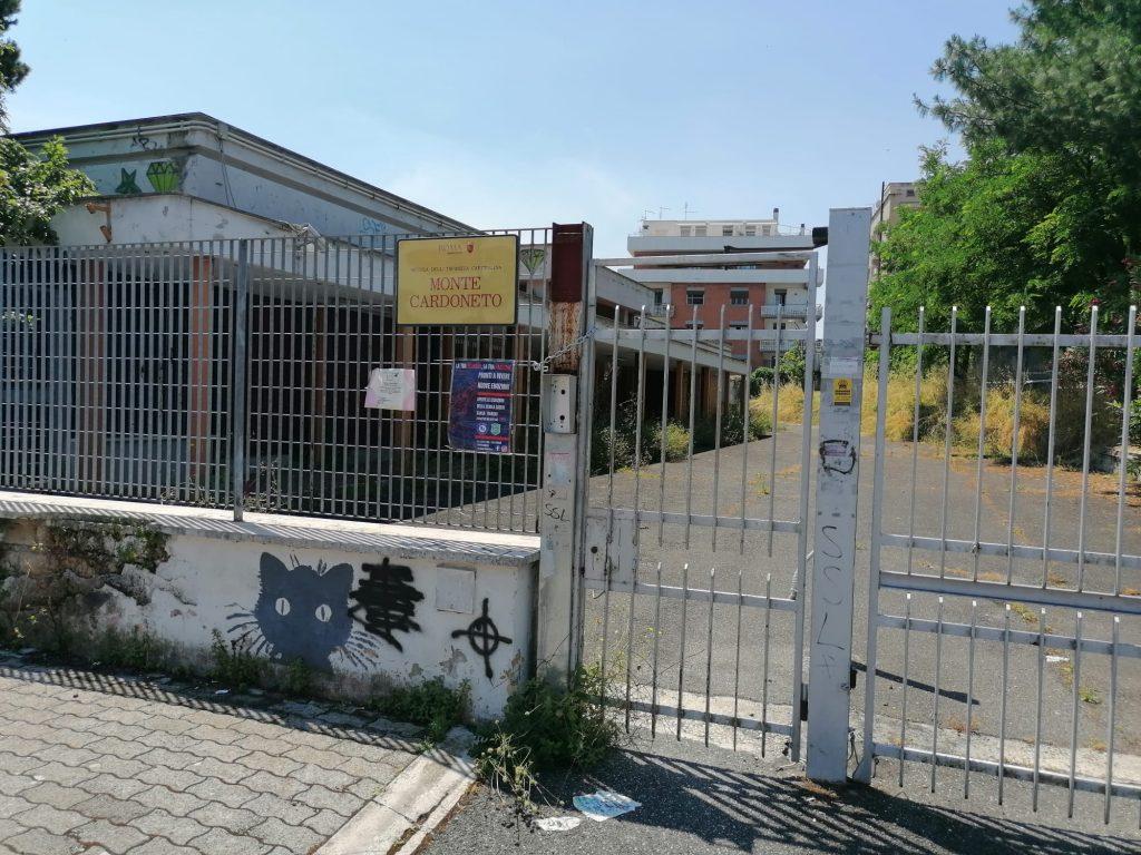 L'ingresso della scuola d'infanzia comunale di via Monte Cardoneto
