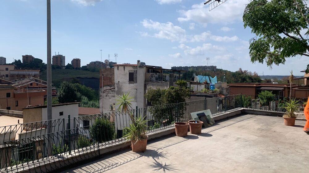La terrazza del villino confiscato alla mafia a Fidene