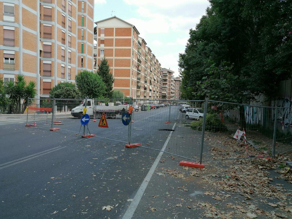 Via Filippo Antonio Gualterio transennata dove si è aperta la voragine