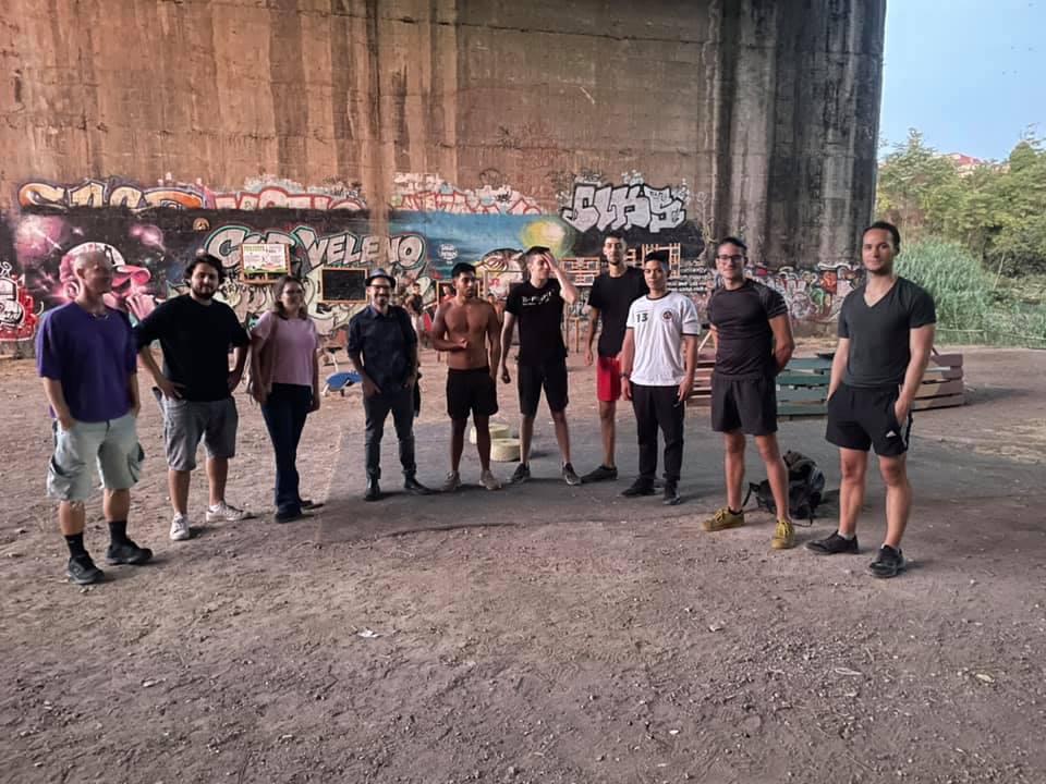 Un'area fitness all'aperto sotto il Ponte delle Valli (Foto dal profilo Facebook di Nasty Habdank)