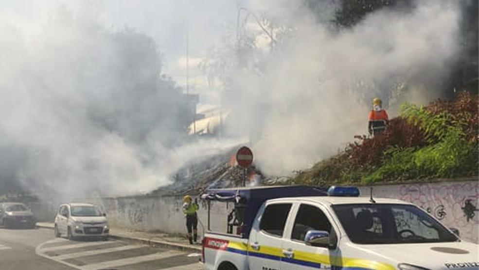 Incendio Tufello (Foto dal profilo Facebook di Reporter-Montesacro)