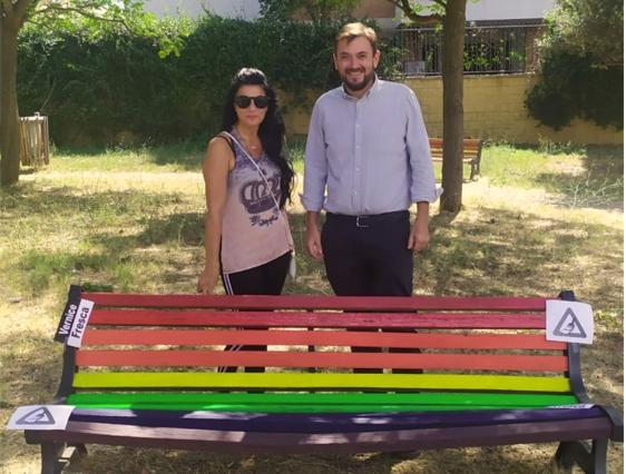 La prima panchina arcobaleno a Cinquina. Foto: Simona Russo