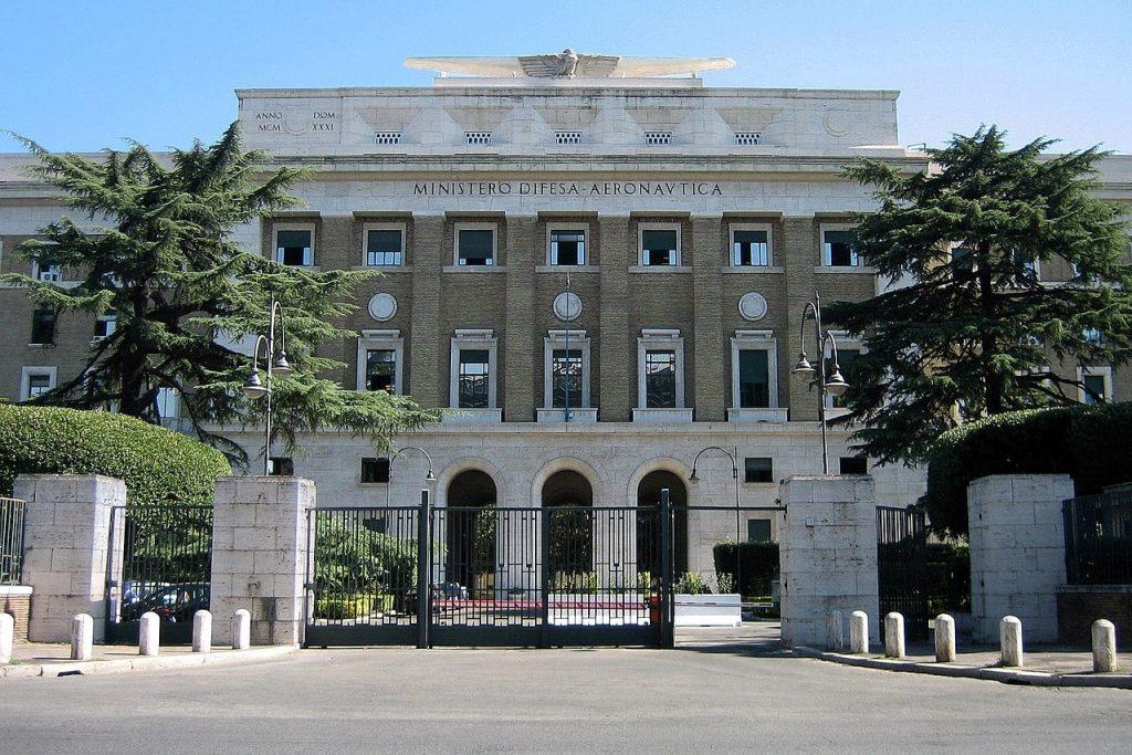 Il palazzo dell'Aeronautica in viale dell'Università