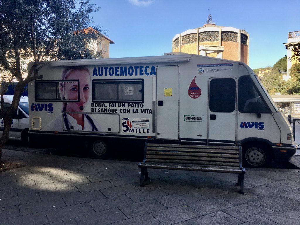L'autoemoteca di piazza Salerno