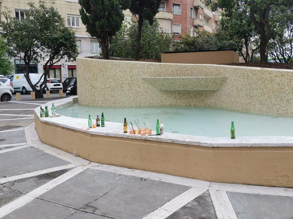 I rifiuti in piazzale delle Provincie (foto di Luca Laurenti)
