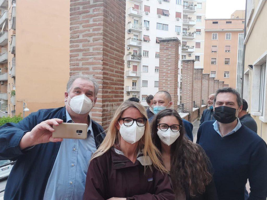 L'assessora Carla Fermariello con i volontari del centro anti-freddo al Nomentano
