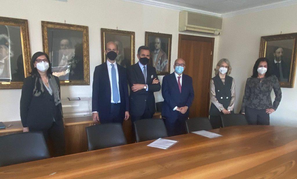 La firma del protocollo per i minori