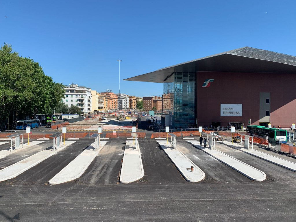 I nuovi stalli per i bus del piazzale della stazione Tiburtina