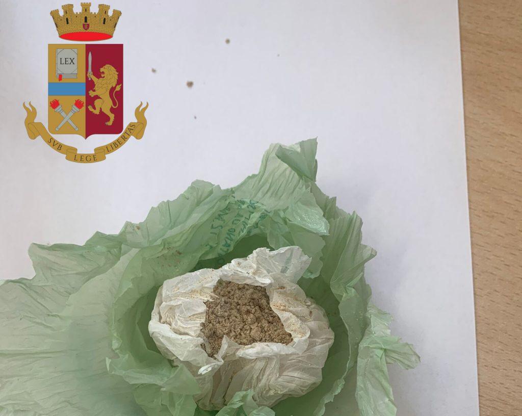 L'involucro di cocaina sequestrato
