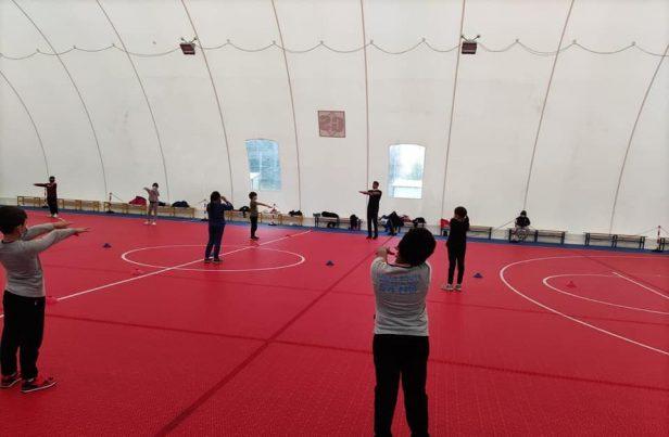 Attività sportiva per bambini in una palestra del municipio - Foto dalla pagina dell'assessorato