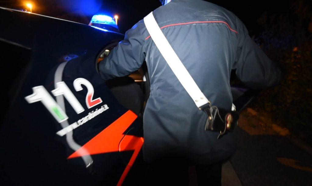 Carabinieri durante l'arresto